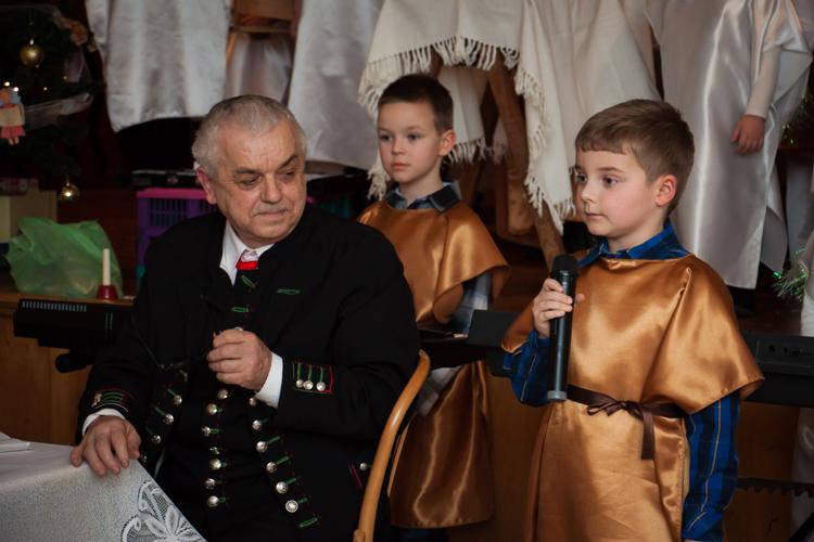 Gwiazdka dzieci ze Szkółki Niedzielnej w Jasienicy.