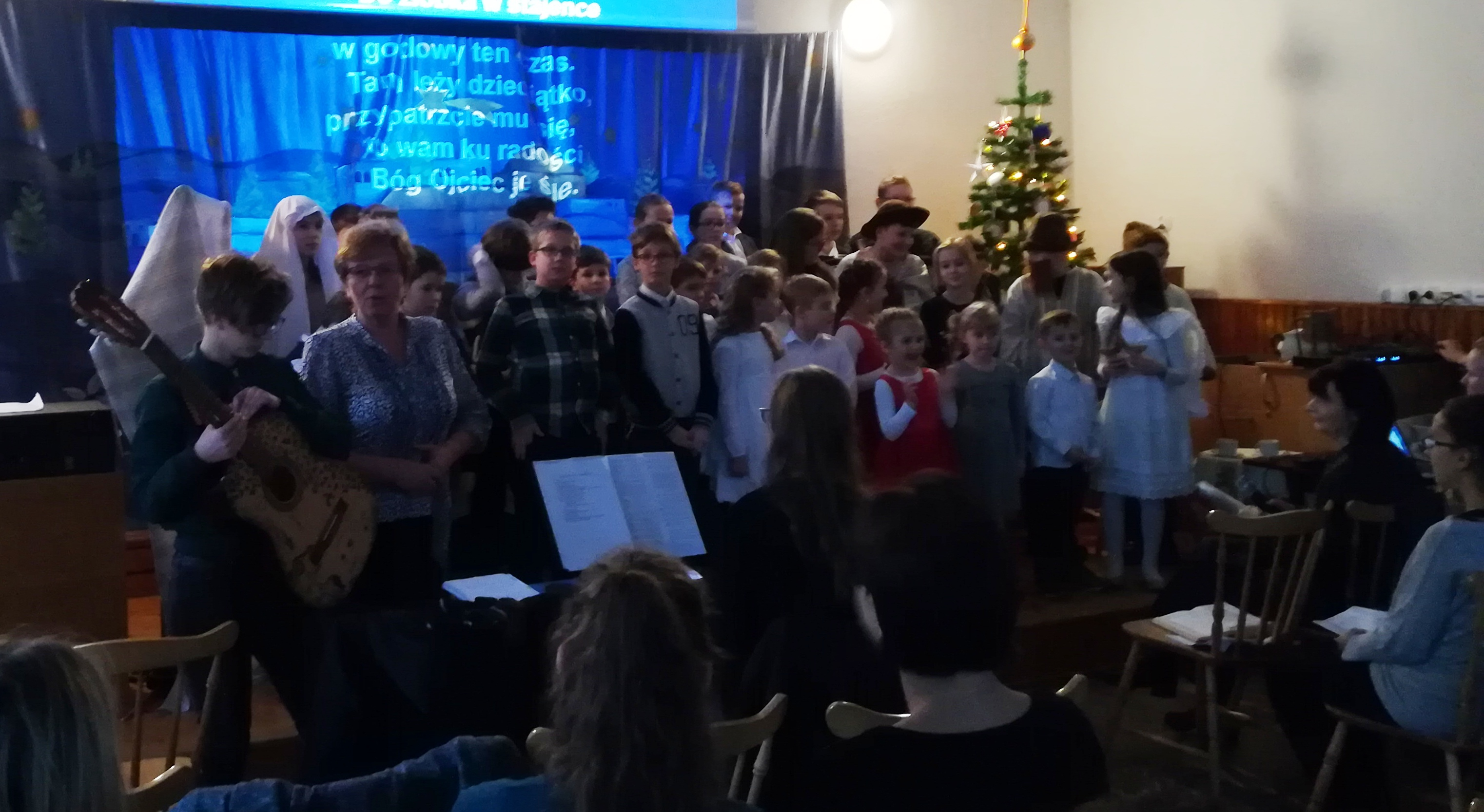 Mały Bóg przychodzi do ciebie – świąteczne spotkanie dzieci i rodziców w Jaworzu.
